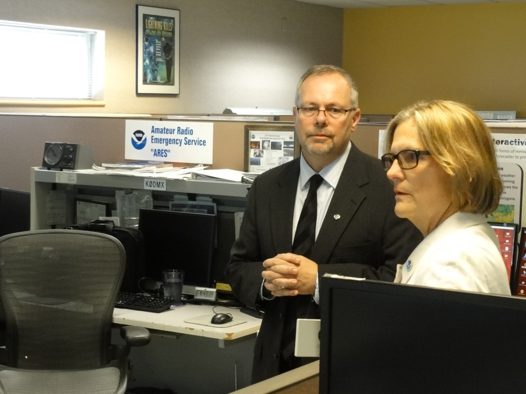 Visiting NWS Des Moines operations. Jeff Johnson, NWS Des Moines Acting Meteorologist in Charge; Dr. Kathryn Sullivan, NOAA Administrator and Under Secretary of Commerce for Oceans and Atmosphere