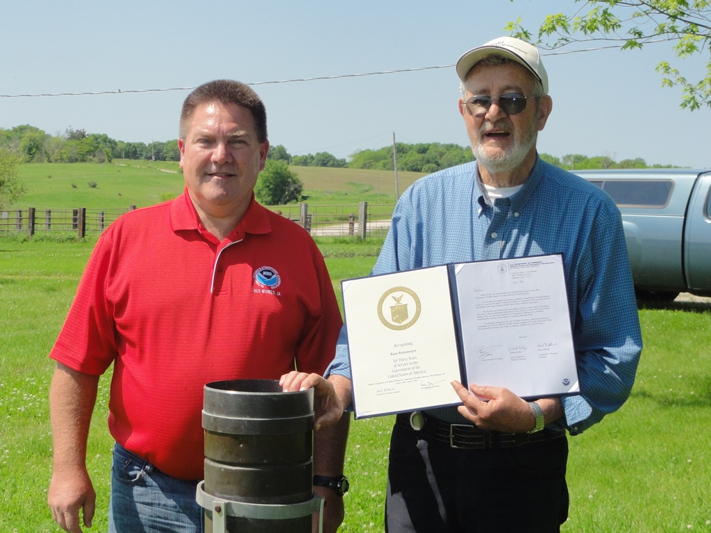 Ross Rekemeyer of Albia receives his 30 year Length of Service award presented by Brad Fillbach, HMT, WFO Des Moines, IA.